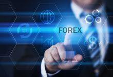 Seseorang yang sedang memilih trading forex
